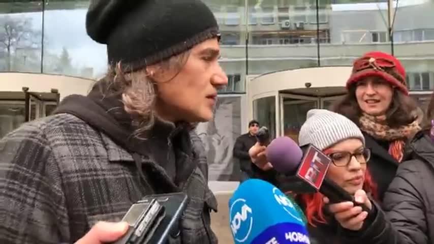 Протест пред БНТ за оставка на Емил Кошлуков