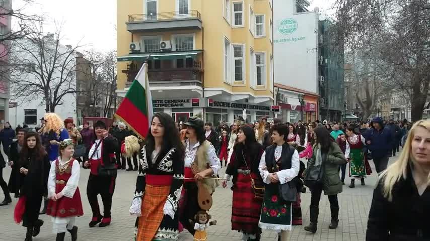 Асеновград гони злото с кукери