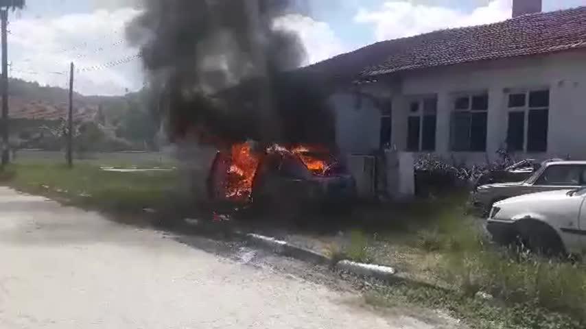 Кола пламна - заради незаконно сметище?