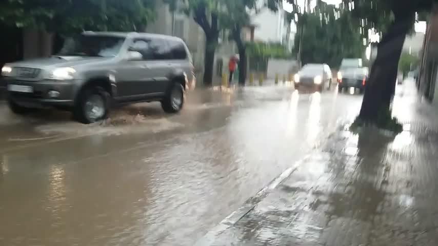 Асеновградчани плуват, за да се приберат от работа