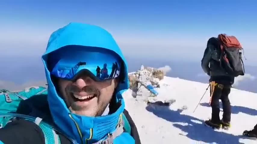 Българин покори най-високия връх в Европа в името на благотворителна кауза (ВИДЕО)